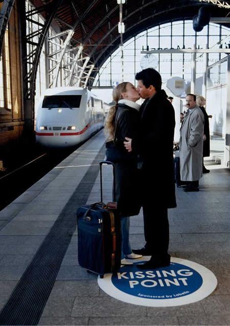 """""""Kissing Point"""" gefunden auf www.marketing-blog.biz gepinned von der Werbeagentur BlickeDeeler aus Hamburg. Mehr Infos > www.BlickeDeeler.de"""