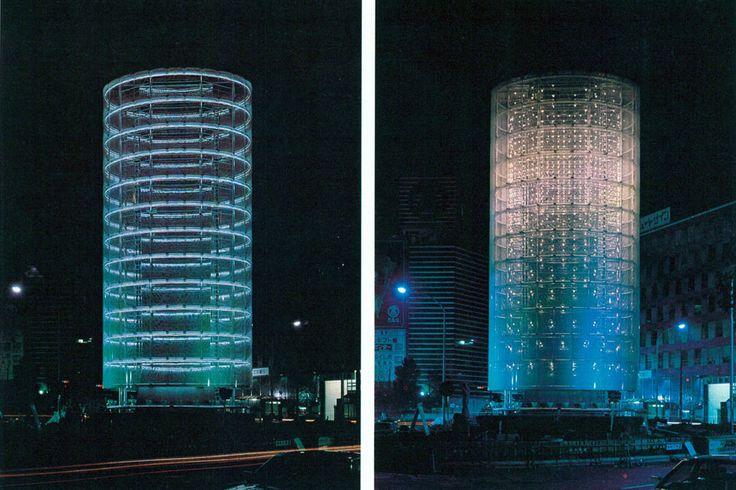 Toyo Ito THE TOWER OF WINDS Yokohama  sx: neon lights cylindrical  dx: bulbs inside