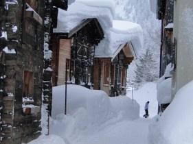 Ulrichen im Goms (CH, Wallis). 2.5 Meter Schnee (7. Januar 2012)