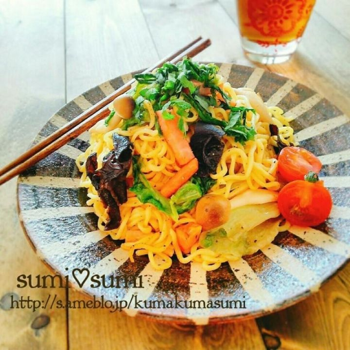 <Easy Breakfast Recipe> Yakisoba Noodles with Lettuce:A nice way to use leftover lettuce. Provided by OYSHEE - easy recipes -