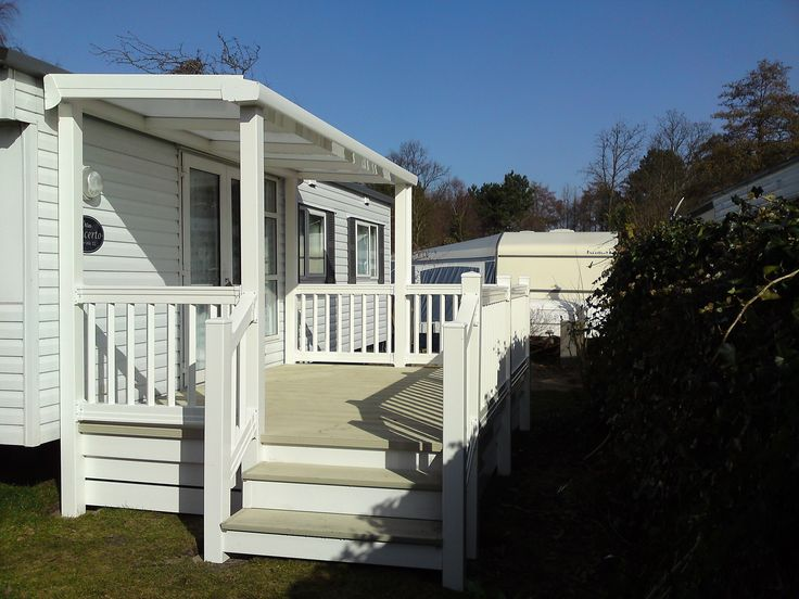 Kunststof bordes met overkapping bungalow patio tuin pinterest bordes stacaravans en - Moderne tuin ingang ...