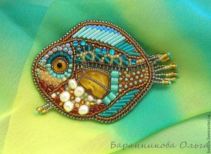 """Купить Брошь """"Янтарная рыбка"""" - брошь, рыба, рыбка, янтарь, янтарь натуральный, речной жемчуг"""