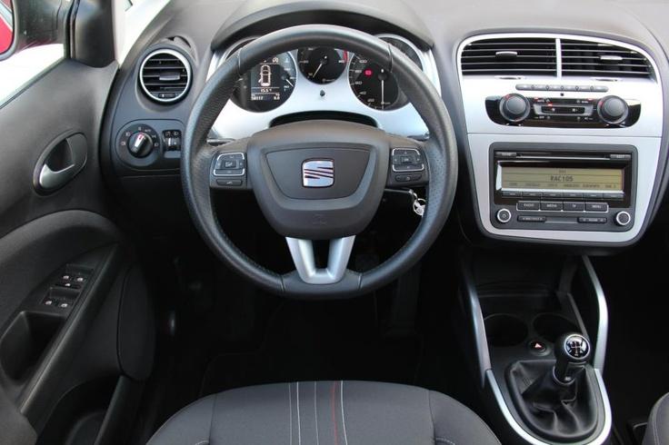 Interior del SEAT ALTEA XL 1.6 TDI STYLE con motor de 105 CV en oferta en Rekord Motor