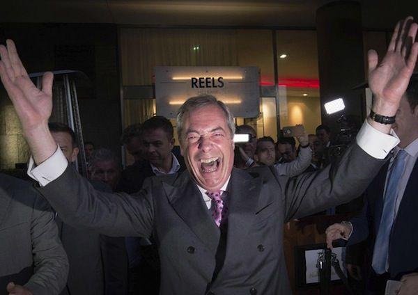 Vince la Brexit, Gran Bretagna fuori dall'Ue. Farage: 'Indipendence Day', panico mercati - http://www.sostenitori.info/vince-la-brexit-gran-bretagna-dallue-farage-indipendence-day-panico-mercati/239628