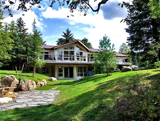 Kashagawigamog Lake 57. A family friendly cottage close to the Fleming College - Haliburton School of Art + Design and the Village of Haliburton. The cottage is situated on gently rolling land to a gradual entry to the water. Pets are permitted with stipulations. Please see more information on the web page.