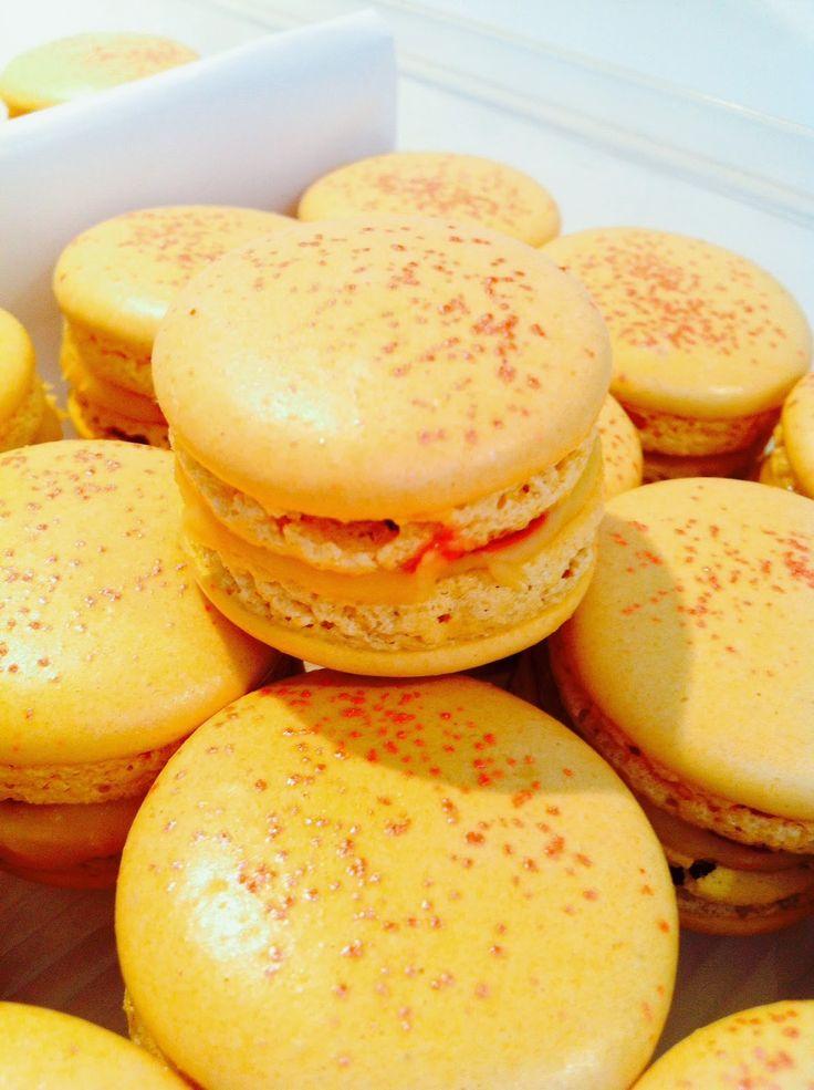 Safran d'été : c'est un macaron abricot-safran par l'épicerie des Halles de Limoges (rue O. Peconnet) & Noëlle, avec Safran Original