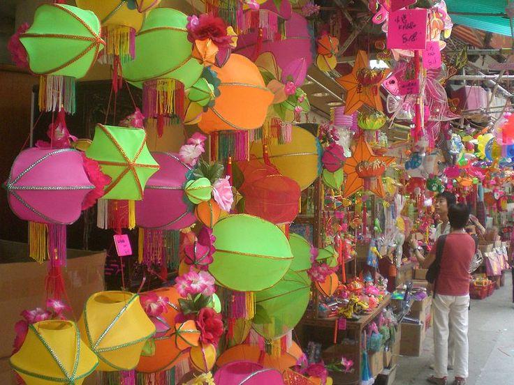 File:HK SYP Queen's Road West Mid-Autumn Festival Lanterns 01 Shop.JPG