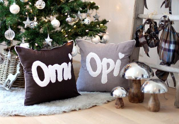 Das zauberhafte Kuschelkissen ist komplett mit Liebe handgefertigt. ♥♥♥Für Omi oder Opi♥♥♥ ein perfektes Weihnachtgeschenk mit Kuschelfaktor & persönlicher Note!!! Der Bezug aus 100%...