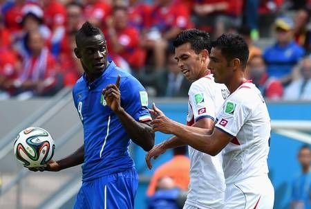 Mario Balotelli of Italy holds the ball and gestures towards Giancarlo Gonzalez and Michael Umana of Costa Rica during the 2014 FIFA World Cup Brazil Group D match between Italy and Costa Rica