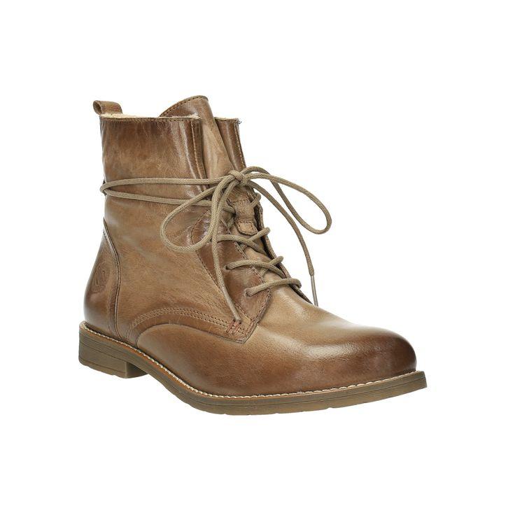 Dámské kotníčkové boty mají kožený svršek v hnědém odstínu, který přechází z tmavých tónů do světlejších. Obuv je uvnitř zateplená umělým kožíškem a výborně se tak hodí i do chladných dnů. Šněrování je stylově obtočeno kolem kotníku a podtrhuje ležérní městský look, který s těmito botami vytvoříte.