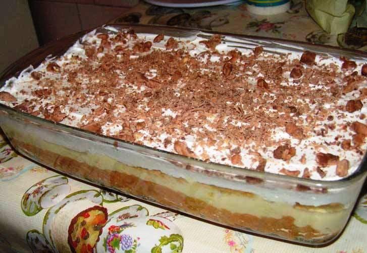 Prajitura cu mere si biscuiti Pentru blat: un cub de margarina 200-300 gr biscuiti obisnuiti 1 kg mere Crema: 1 ou 5 linguri de zahar 5 linguri de faina 1/2