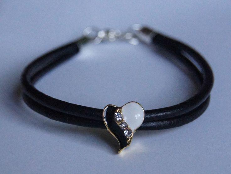 bransoletka z biało czarnym sercem na czarnych rzemykach  bracelet with white and black heart on black thong