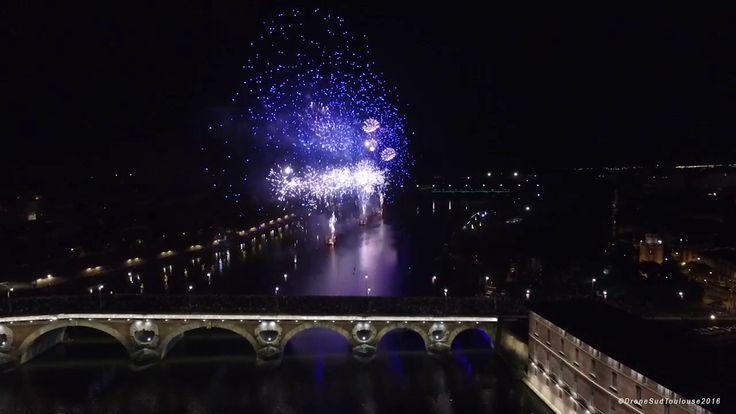 Feu d'artifice du 14 Juillet à Toulouse en vue aérienne par drone