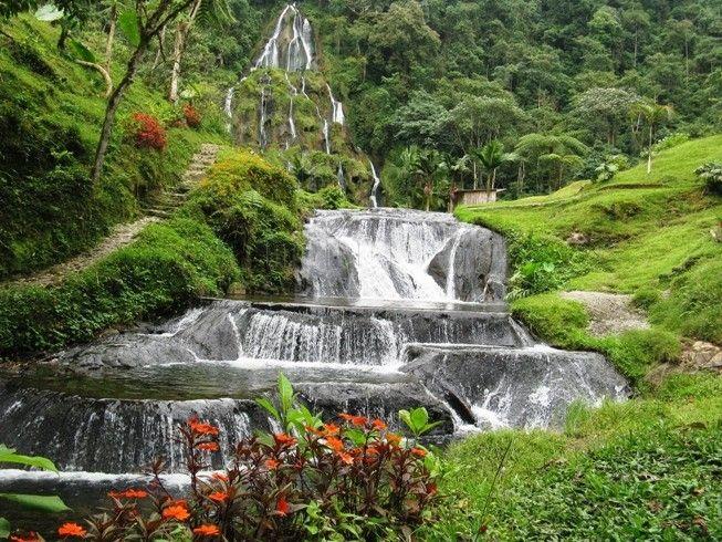 Uno de los principales referentes de Risaralda son las aguas termales de Santa Rosa de Cabal. El agua medicinal que brota de la tierra y se funde con la pura y fresca que baja de las montañas, a más de 100 metros de altura, y se ramifica en pequeñas cascadas y duchas naturales, ofrecen un espectáculo sin precedentes.
