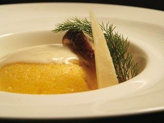 Polenta morbida con fonduta di Parmigiano e funghi trifolati