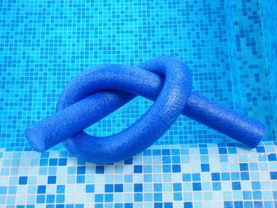 THIS IS THE ONE FOR ME~~    How to Exercise in the Water With a Noodle