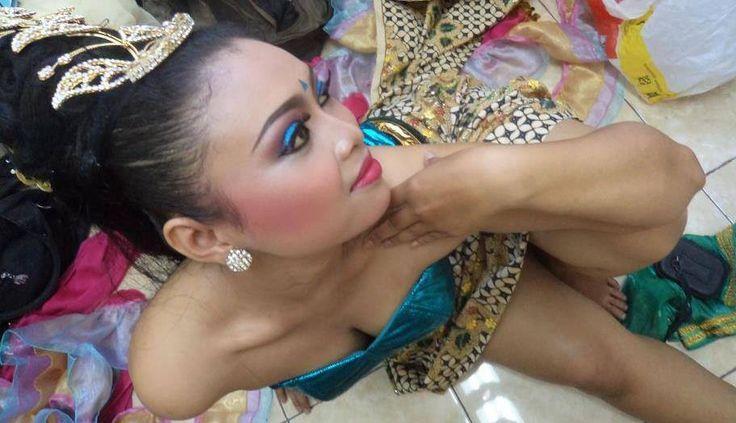 Dian Respati. Penari Tradisi. Jawa. ISI. Surakarta. https://www.facebook.com/dianpalupi.respatiningdyah/photos_all