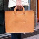 2本手ビジネスバッグ(BW-12)は取っ手をしまってクラッチバッグのようにも持てる革製ブリーフケースです。