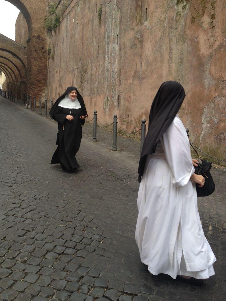 Sisters in Clivo di Scauro in Rome