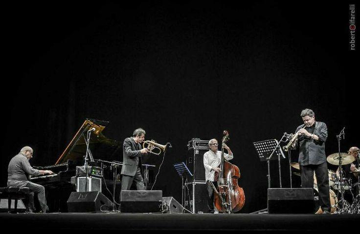 Il quintetto di Paolo Fresu in concerto a Cagliari il 29 aprile per una ghiotta anteprima della rassegna Forma e Poesia nel Jazz.  Biglietti in prevendita.  #ConcertiCagliari