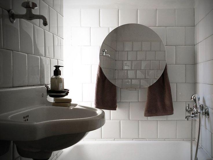 Scaldasalviette elettrico a parete a specchio MIRROR ROUND Collezione Mirror by mg12 | design Monica Freitas Geronimi
