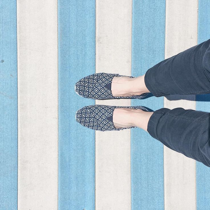 First day at the beach ⚓️⛱ #beach #sea #beachday #sun #sunnyday #weekend #travel #blue #white #stripes #toms #southbeach #southoffrance…