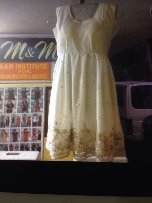 M&M institute , provides fashion designing course, duration time is (2-3) months, the classes are on mon-fri(alternate days). 1-4 pm.Fee (13,000) cutting, stitching, sketching & mesure ment, indian & western  style, designer  blouses, dresses, party wear , kid wear.Tailoring course, fee is (8,000) cont-8801214233, East marredpalli ,near shenoy nursing home,10-3-14/1 plot, no 16A ,Manju jain.