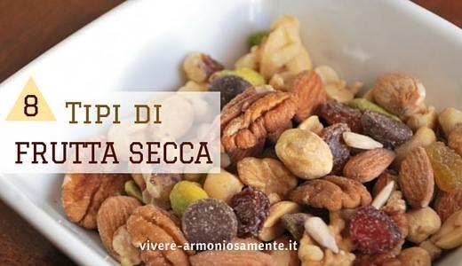 Mangiare diversi tipi di frutta secca ogni giorno non fa ingrassare, le dosi consigliate sono di 20-30 gr al giorno di noci, arachidi, pistacchi, mandorle..
