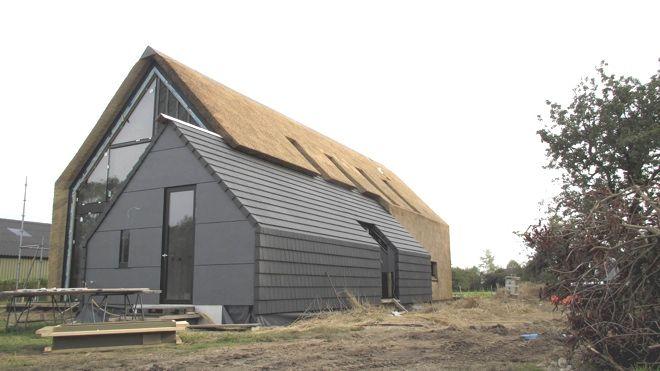Ruwbouw=Afbouw woning met rieten kap en rieten gevel in het buitengebied van Heerde Dingemans Architectuur |