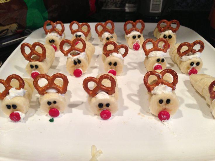 Banana reindeer as healthy Christmas snack for toddler. Love fun foods!