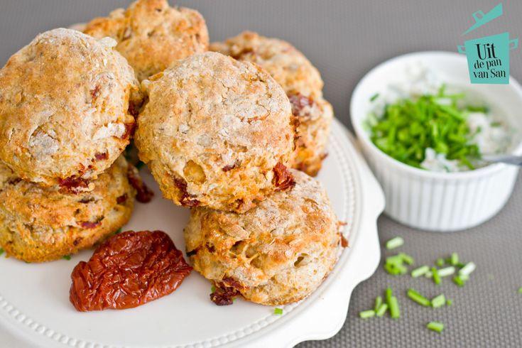 Hartige scones met zongedroogde tomaten - Uit de pan van San