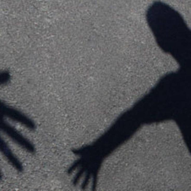 """Verlassene Eltern: Wenn Kinder den Kontakt abbrechen - """"Ihre Kinder wollen sie nicht mehr sehen, gehen nicht ans Telefon, schicken Briefe ungeöffnet zurück: Verlassene Eltern wissen häufig nicht einmal, warum ihre Kinder den Kontakt abbrechen - und müssen trotzdem damit leben."""""""