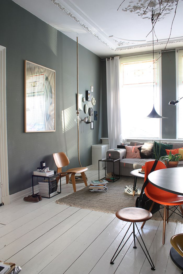 Gray wall for an airy and light living area. Love the mix of a big and small framed art to decorate. Are you looking for small or big format art photo prints to create your gallery walls? Visit bx3foto.etsy.com
