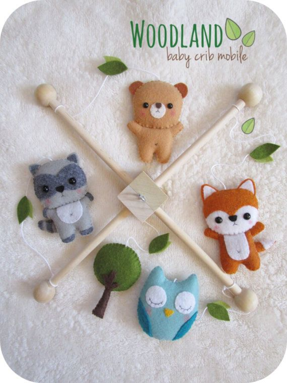 Made to order (3-5 business days). This crib mobile is perfect for baby shower or new baby gift. •INCLUDES• 1 Wooden frame 1 Fox plushie 1 Bear