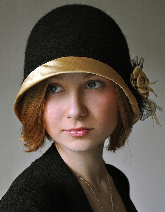 OOAK hecha a mano de fieltro sombrero Cloche oro por ShellenD                                                                                                                                                                                 Más