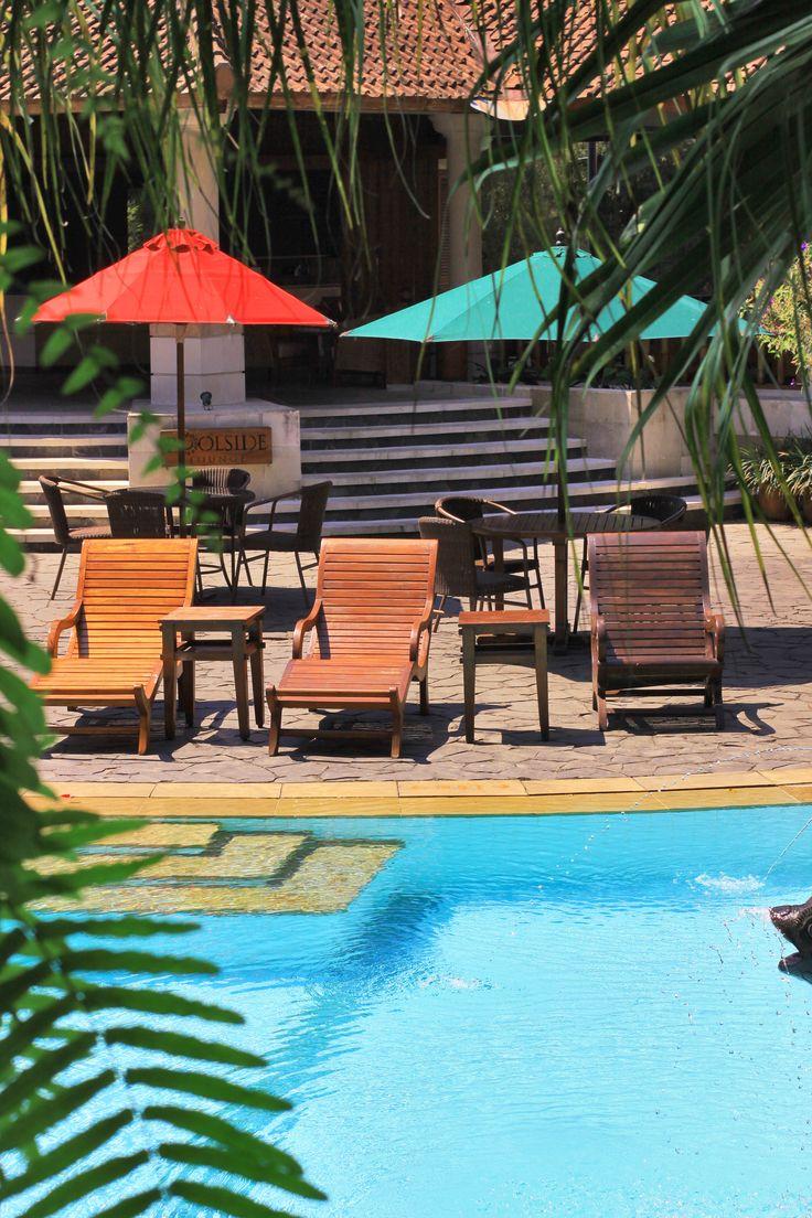 Pool Side Loinge Novus Puncak  http://www.novuspuncak.com