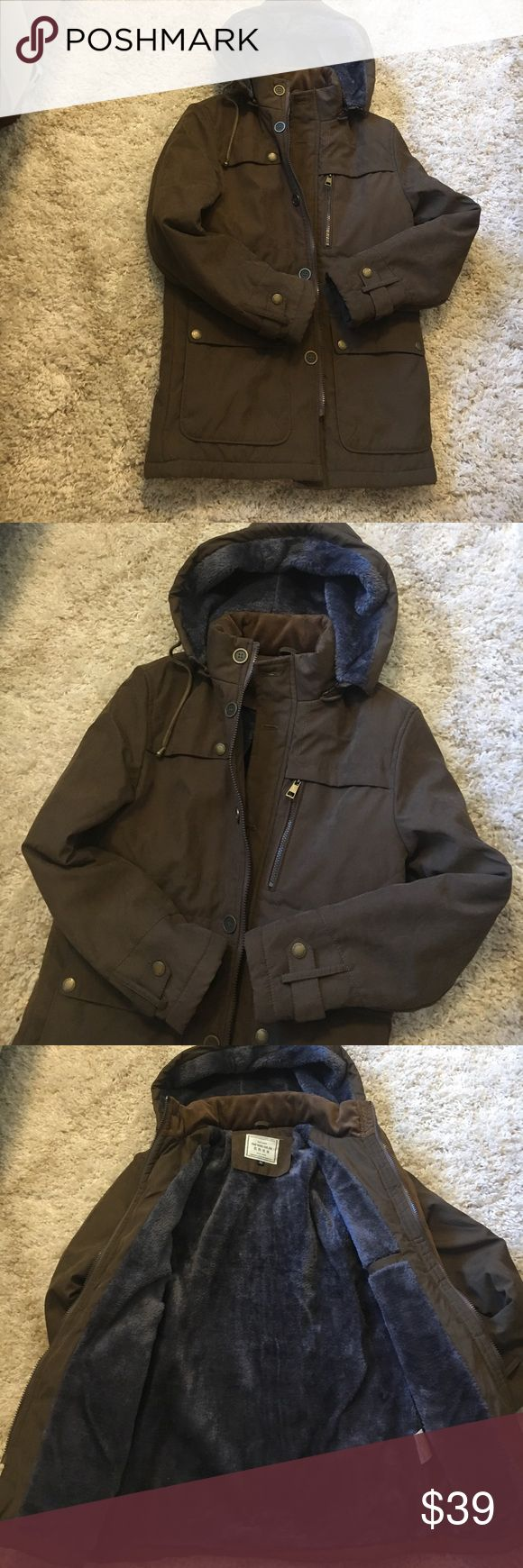 Brown coat fuzzy lining Perfect winter coat fit small / medium,,I think it's Korean writing not sure but it's great quality coat . Jackets & Coats
