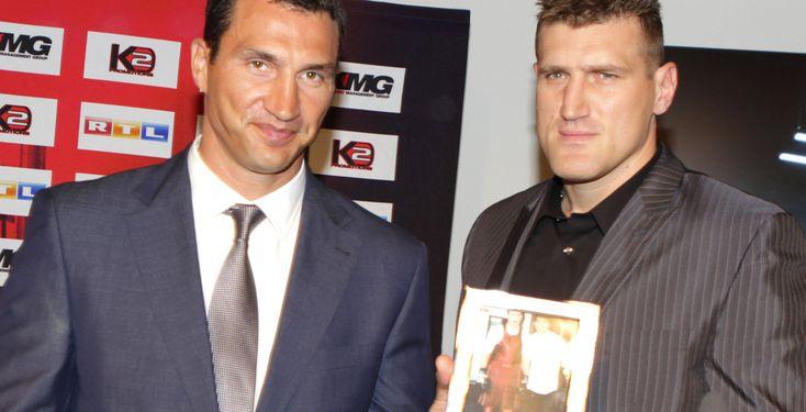 Mariusz Wach gegen Wladimir Klitschko - Mariusz Wach hat Wladimir Klitschko ein Foto aus alten Tagen geschenkt.