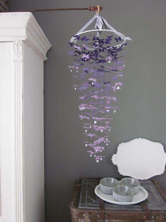 Butterfly mobile in ombre purple --- Custom order voor Lama --- Schitterende vlinder mobiel van ongeveer 250 vlinders in paars tinten van donker naar licht