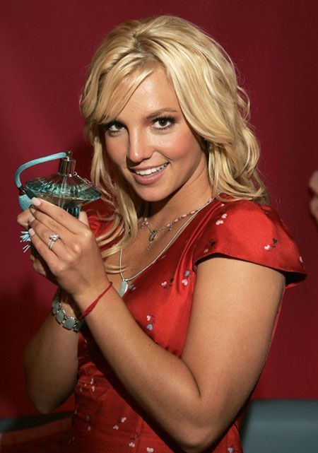 aAfkjfp01fo1i-14835/loc30/_Britney_Spears_Pushes_Her_New_Perfume_3.jpg