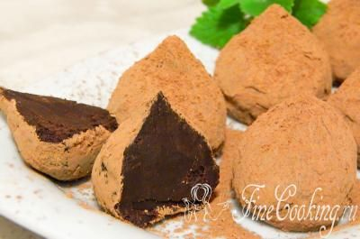 Шаг 7. Шоколадные конфеты трюфель, приготовленные в домашних условиях - это невероятно вкусно! Друзья, приятного вам аппетита!