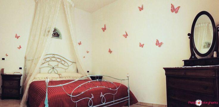 Oltre 25 fantastiche idee su camera da letto rosa su - Decorazioni pareti ikea ...