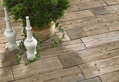 Holz oder Stein? Beim Bradstone-LogSleeper System von KANN lässt sich diese Frage erst auf den zweiten Blick beantworten. Das Betonsteinsystem verbindet nämlich die naturnahe Optik des nachwachsenden Rohstoffs Holz mit der Dauerhaftigkeit eines modernen Gartensteins aus Beton.