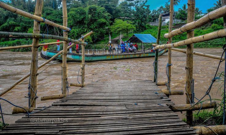 Perahu Tambangan | Almari Foto