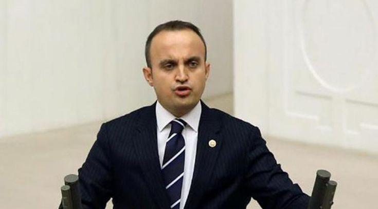 """Şaibe iddialarına AKP'den ilk yanıt CHP'nin, YSK'nın mühürsüz pusula kararı nedeniyle 16 Nisan referandumunu iptal başvurusu yapmasına AKP'den tepki geldi. Sözcü'ye konuşan AKP Grup Başkanvekili Bülent Turan, """"CHP bunu hep yapıyor"""" mesajı verdi."""