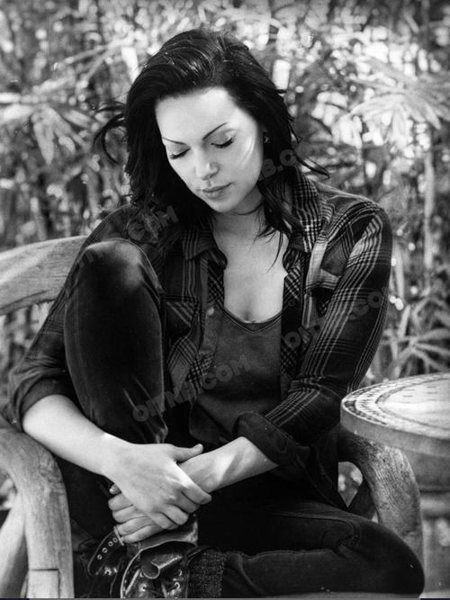 Laura Prepon  Laura Prepon- Apparently of Russian Jewish Descent    I think she could play a Vulcan, or she could be another choice to represent Jim's sister in law, Aurellan, in new Trek fic, or she could be a kickass Captain, like Janeway!