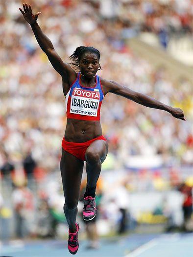 Caterine Ibargüen consiguió la medalla de oro en el Mundial de Rusia Es la primera presea dorada que consigue el deporte colombiano en un certamen orbital. Ibargüen había alcanzado la plata en los Juegos Olímpicos de Londres 2012 y bronce en el Mundial anterior en Corea 2011.