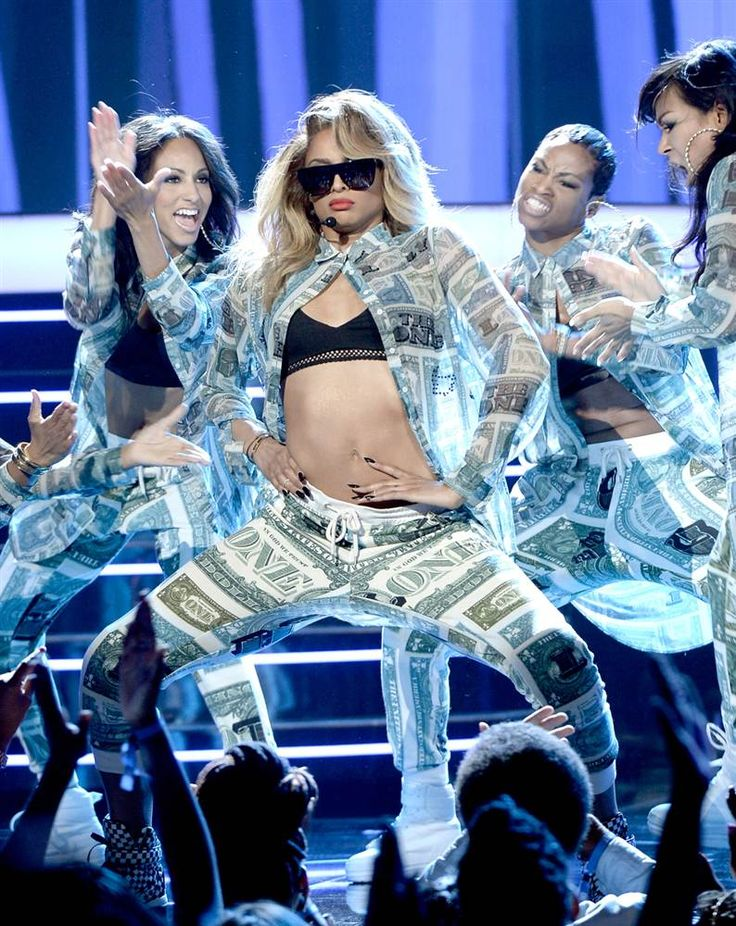 Ciara performin at 2013 BET Awards. She srtaight killed it like fr fr she is tha best