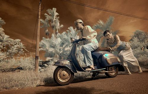 get Vespa prewedding Picture on http://preweddingpictures.com/