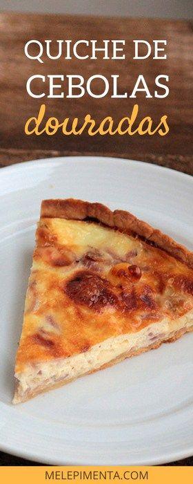 Quiche de cebolas douradas - Essa torta tem uma massa feita de um jeito diferente que a deixa a sua base deliciosamente crocante. O recheio feito com cebolas caramelizadas é simplesmente delicioso. Confira a receita no blog.